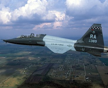 1200px-T-38_560FTS_RandolphAFB_2001
